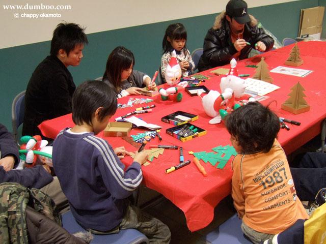 ダンボール製クリスマスツリー工作教室